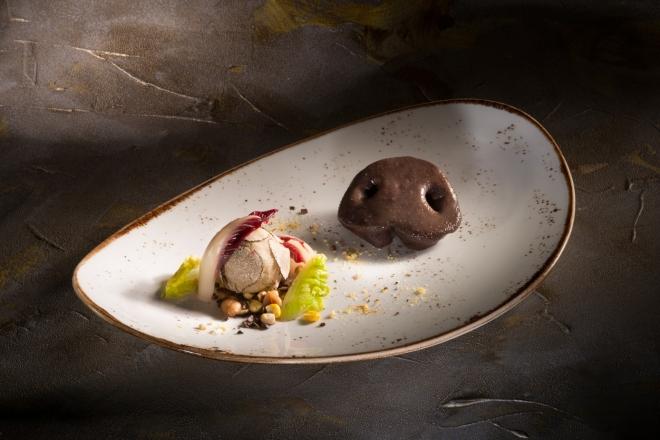 Impiattamento dello chef Paolo Griffa dal titolo Oink Oink. L'elemento principale è il naso del maiale